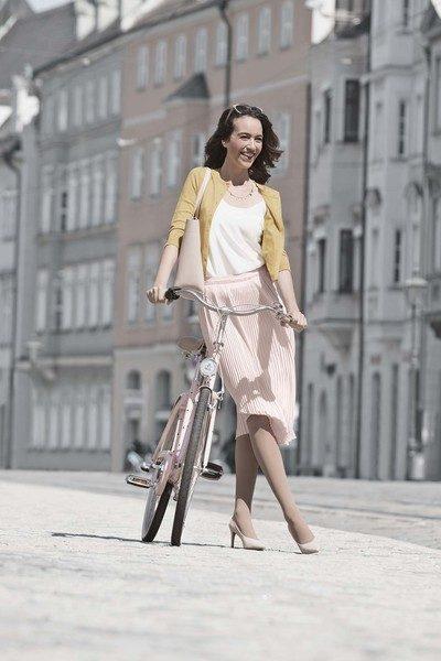 juzo-kompressionsstruempfe-inspiration-mandel-lifestyle-fahrrad-fine-art-400×600