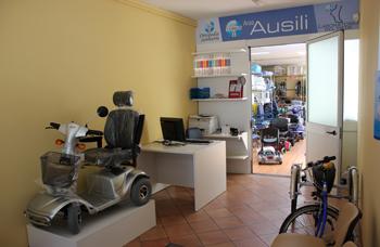 sanitaria-ausili-deambulatori-scooter-anziani
