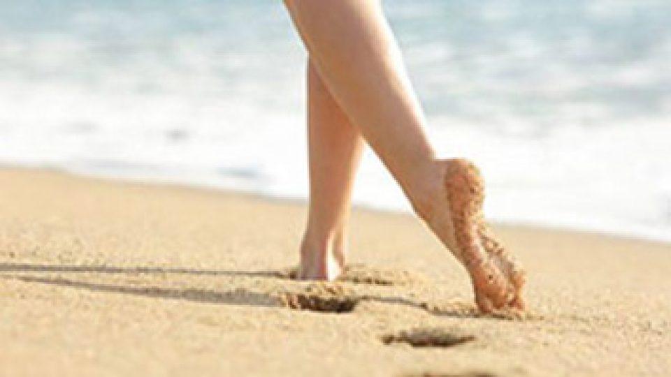 camminare-sulla-sabbia-prroblemi-piedi